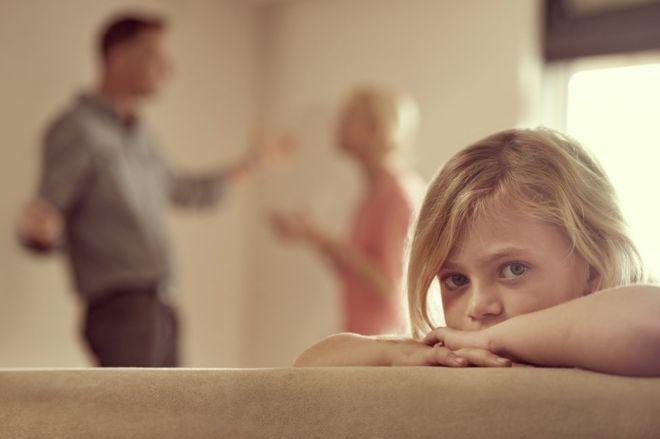 Como as brigas dos pais podem afetar as crianças